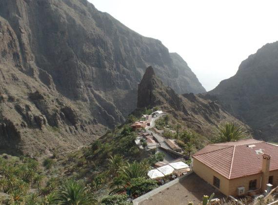 Masca – satul unic în lume, pierdut între munți, unde ai marea la picioare