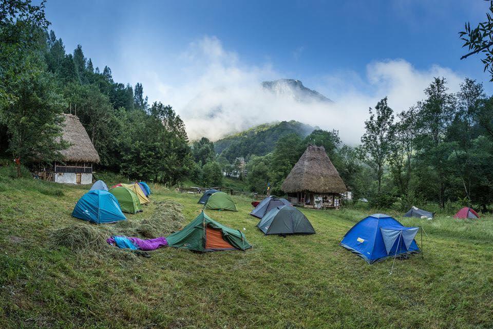 Top 10 locuri din România, incredibil de frumoase, pentru o vacanță de poveste cu cortul