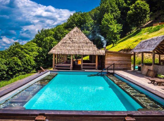 Top 10 pensiuni cu piscine uimitoare, despre care n-ai crede că sunt în România