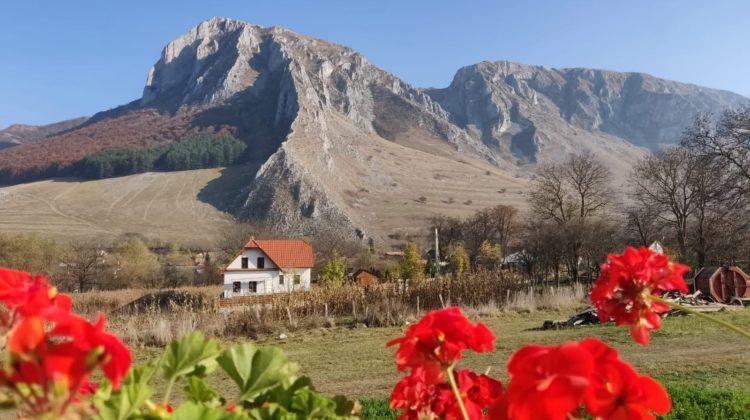 Elveția? Austria? Nu. E chiar la noi, în Apuseni, în cel mai frumos sat al României!
