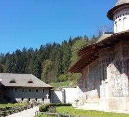 Mănăstirea Voroneț – minunea albastră a Bucovinei pe care trebuie neapărat să o vezi