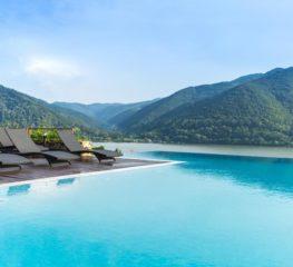 Top 10 pensiuni cu piscine fabuloase, pentru o vacanță în România ca afară, pentru vara 2019