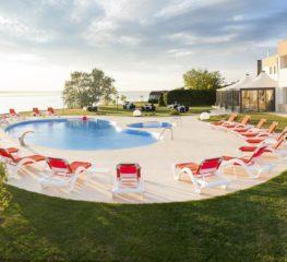 Locul din România, cu piscină de vis, pentru o vară târzie la mare