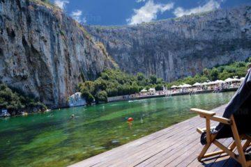 Piscina naturală, cu apă termală, minunea turistică a lumii, de văzut o dată-n viață