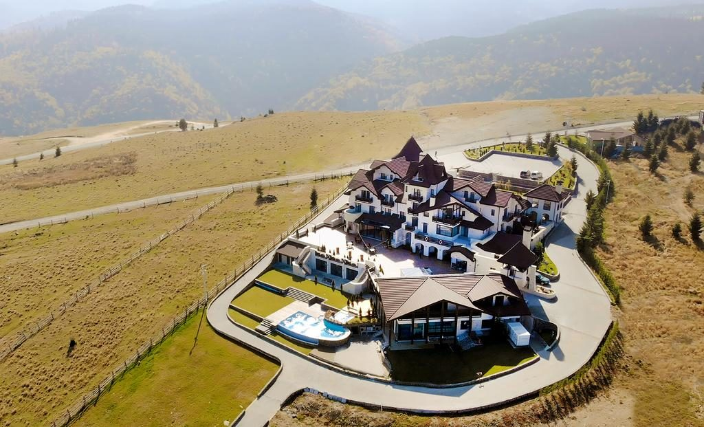 Ca-n Austria? Poate ca da, dar este la noi în România. Pensiunea de poveste din inima munților.