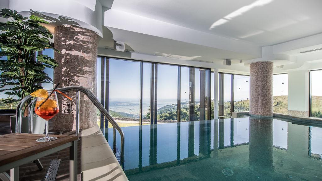 Top 10 pensiuni de poveste din România, cu piscină interioară și spa la munte