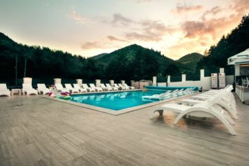 Top 12 pensiuni cu piscine fabuloase, mai puțin știute, unde să te duci vara aceasta