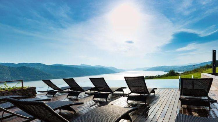 Top 20 de pensiuni cu piscină exterioară de poveste, unde să te relaxezi vara aceasta