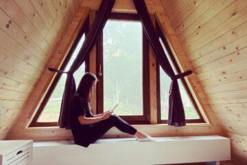 Am găsit cabana de poveste din România, unde fiecare peisaj e de pus în ramă