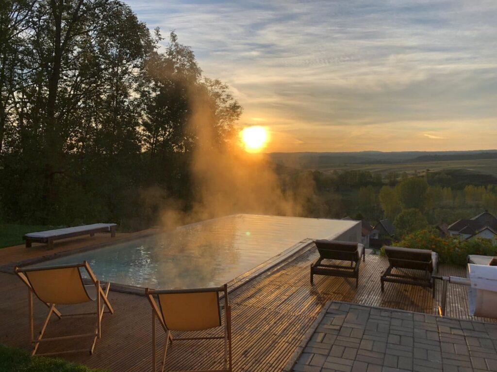Top 5 pensiuni, cu piscine exterioare uimitoare, cu apă caldă și în sezonul rece