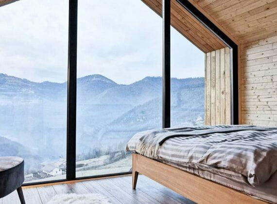 Cea mai spectaculoasă cazare din România pentru 2021. Raiul scandinav din vârf de munte