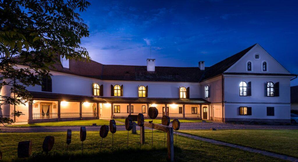 Vacanță la castel: 8 castele de poveste din România, unde poți să te cazezi
