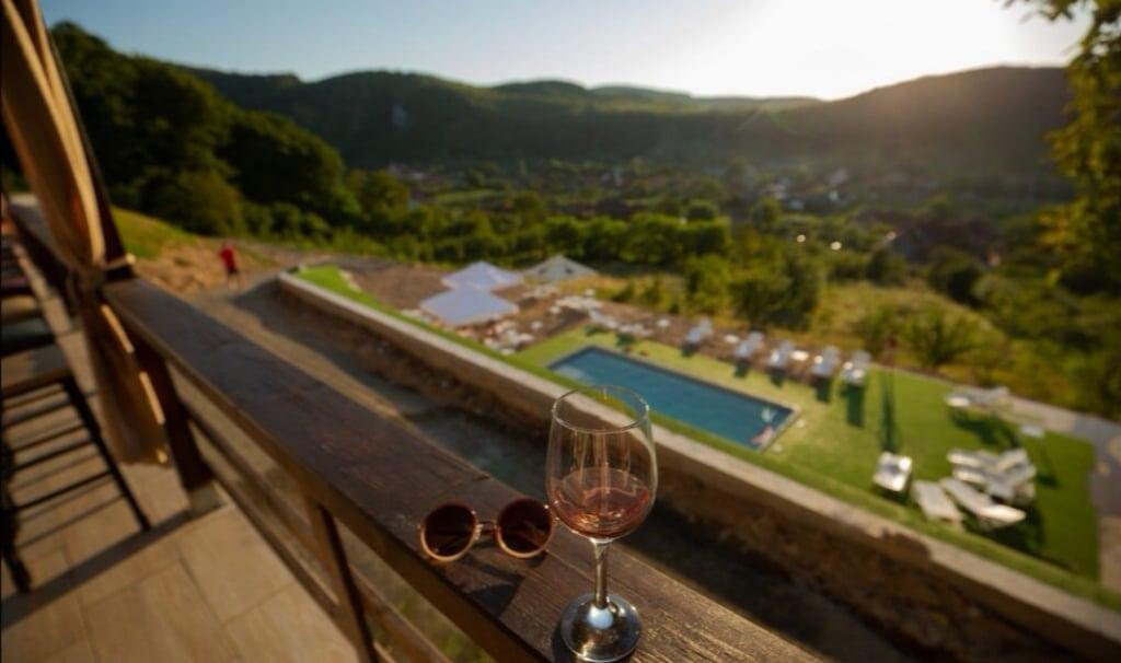 Vacanță de vis, la super preț, în Grecia României, din inima munților (320 lei, 4 mese, ciubăr)
