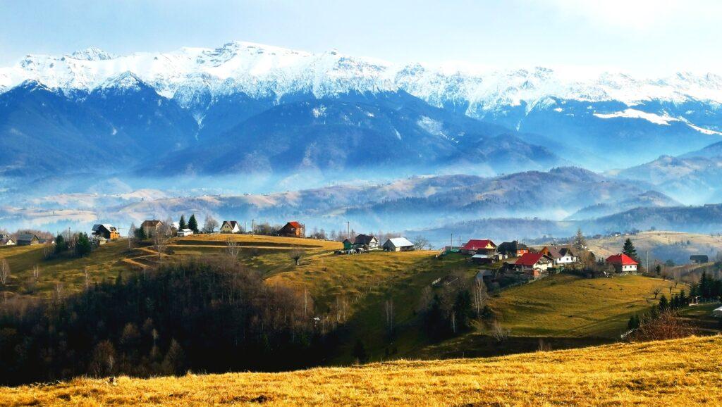 Peștera – satul-tablou, cu cele mai frumoase peisaje din România