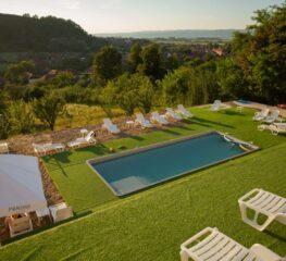 Vacanță de vis, la preț bun, în Grecia României (390 lei, 4 mese, piscină încălzită)