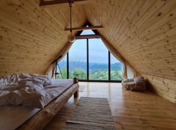 Top 10 cabane de la munte, inedite, cu ferestre mari, pentru o toamnă de vis